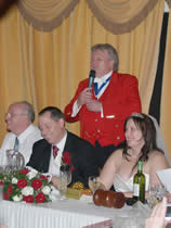 English toastmaster announcing the wedding speeches
